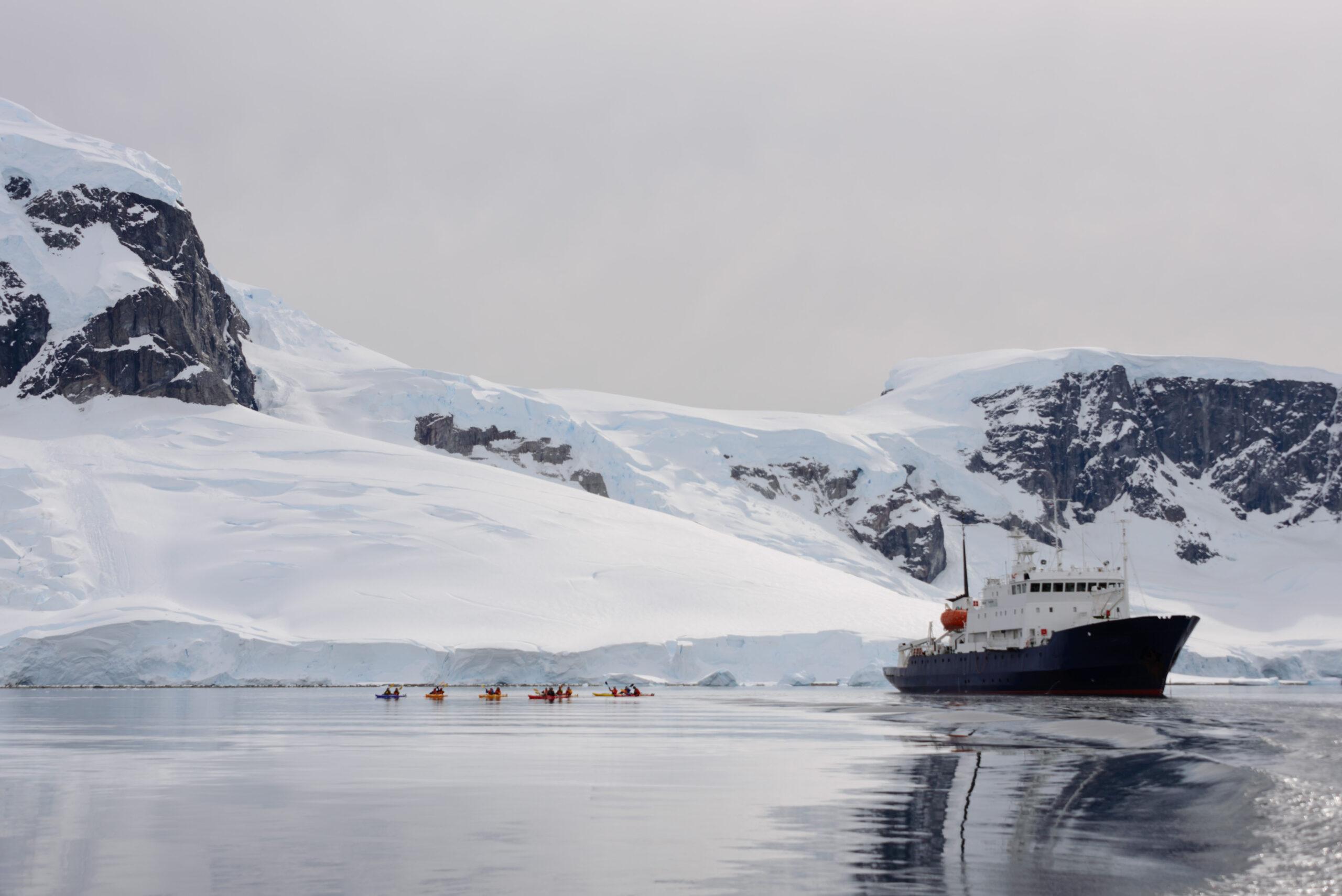 Kayaking,In,Antarctic,Sea